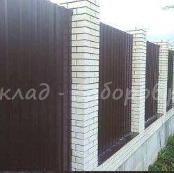 Забор из профлиста и кирпича-20