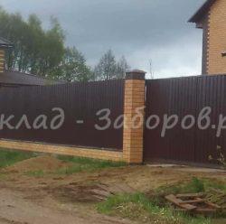 Забор из профлиста и кирпича-24