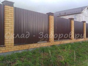 Забор из профлиста и кирпича-25