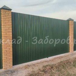 Забор из профлиста и кирпича-26