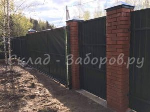 Забор из профлиста и кирпича-27
