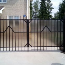 Распашные ворота и калитка из поликарбоната