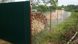 Забор из сетки-рабица и профлиста